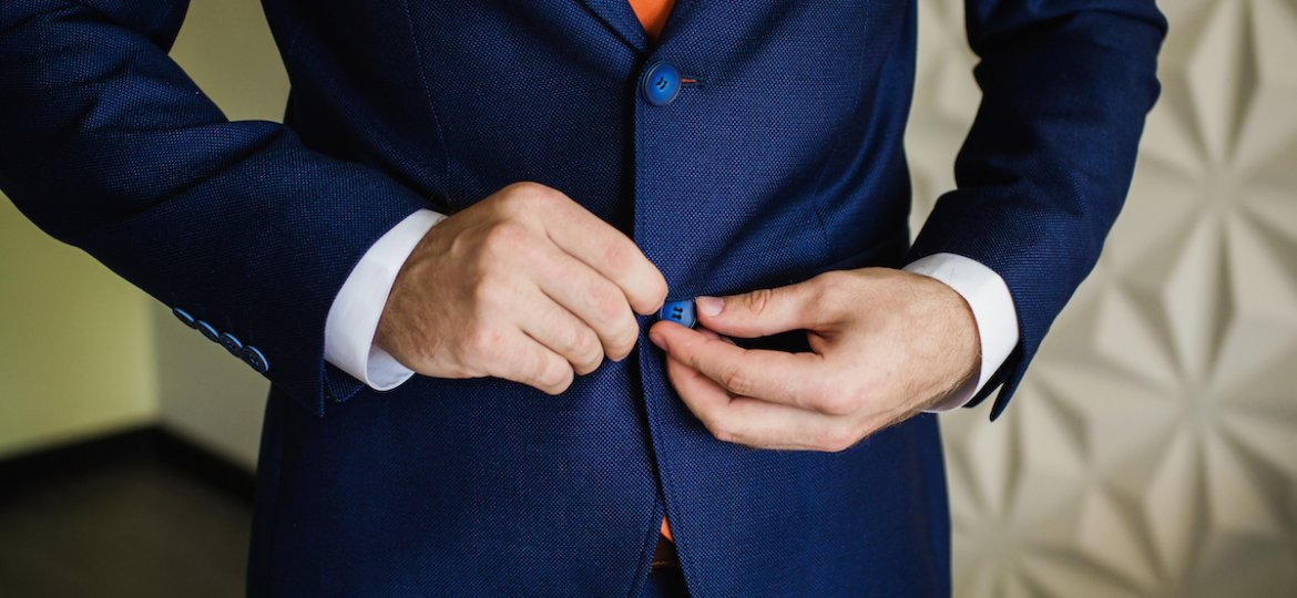 Mens-Suits-Buttons_Blog-Post_FEATURED-IMAGE_01112019